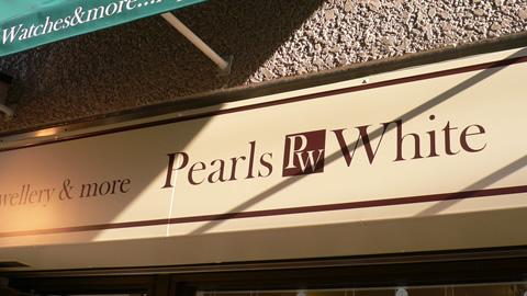 Pearls White(パールズ・ホワイト)